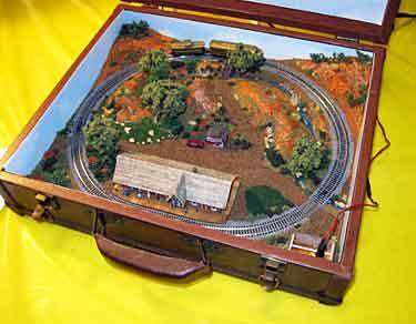 Z scale briefcase